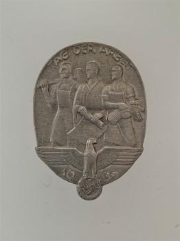 1935 Tag Der Arbeit  commemorative badge