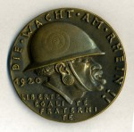 German Goetz satirical medallion 'Die Wacht Am Rhein'.  ORIGINAL QUALITY.