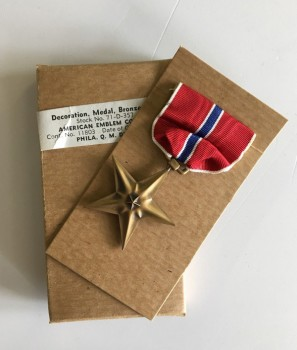 GENUINE AND ORIGINAL WWII BOXED Full size United States Bronze Star medal. Dated 1945!