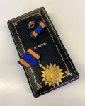 GENUINE  USAF Air Medal. with Ribbon Bar and pin  in WWII Case