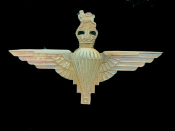 Parachute Regiment Officer's beret badge. Post 1952.