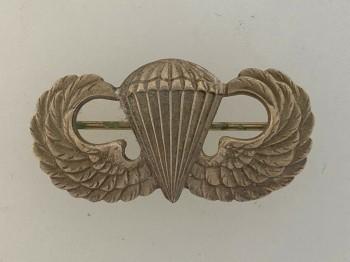 American Army WWII pattern Paratroopers metal wings 'STERLING' .