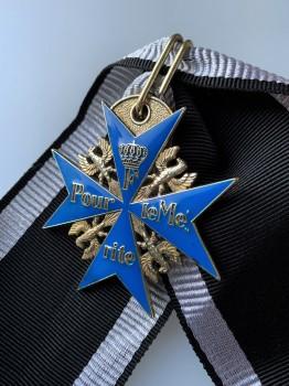 ANTIQUED Imperial German WWI Blue Max Pour Le Merite medal